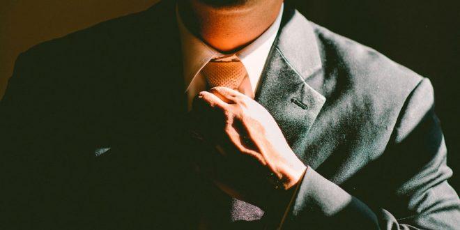Llevar corbata reduce el flujo sanguíneo al cerebro