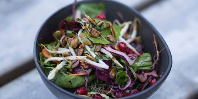 La importancia de comer alimentos crudos cada día